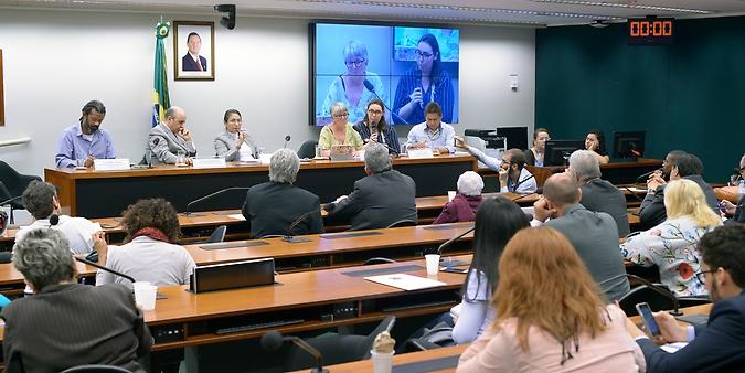 Reunião para discutir sobre os conflitos nas demarcações de terras indigenas