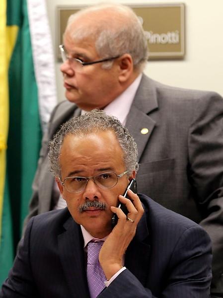 Presidente da comissão da Reforma Política, deputado Lúcio Vieira Lima, e relator, deputado Vicente Cândido