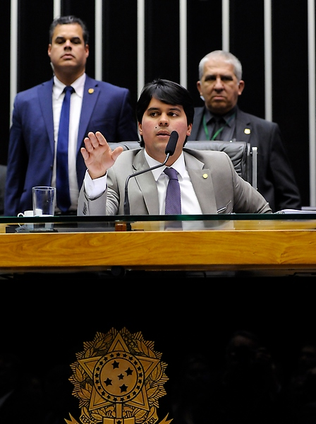 Ordem do dia para discussão e votação de diversos projetos. Presidente em exercício da Câmara dos Deputados, Dep. André Fufuca (PP - MA)