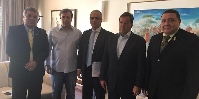 Rodrigo Maia e deputados da área de segurança pública