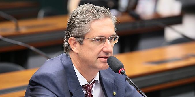 Audiência pública sobre o PL 3453/2015, que altera a Lei 9.472, de 16 de julho de 1997, permitindo à Anatel alterar a modalidade de licenciamento de serviço de telecomunicações de concessão para autorização. Dep. Rogério Rosso (PSD-DF)