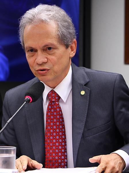Audiência pública para debater o anúncio de que a Empresa Brasileira de Correios e Telégrafos, planeja reduzir sua rede de atendimento e de serviços e promover a demissão de funcionários. Dep. Angelim (PT-AC)