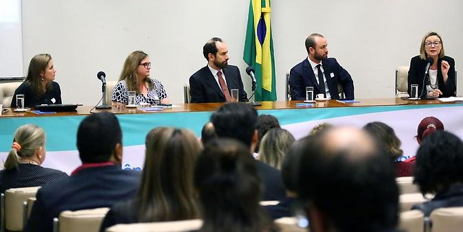 Seminário alerta para elevado número de casos de violência contra crianças e adolescentes no Brasil