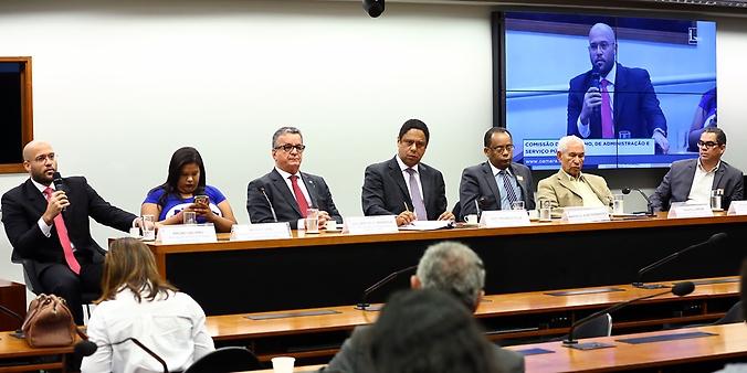 Audiência pública para debater sobre a demissão de 1.200 professores da Faculdade Estácio de Sá