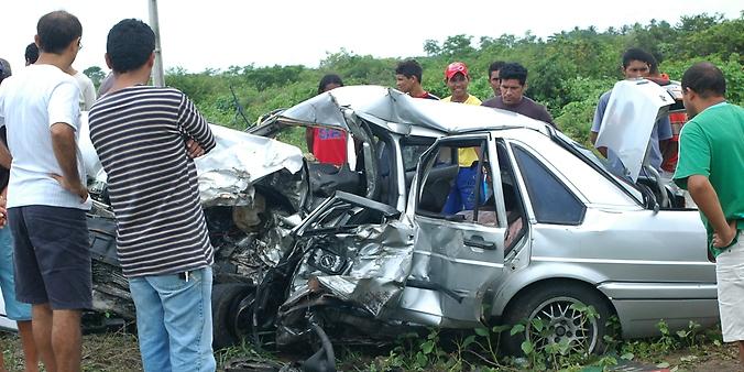 Transporte - Acidentes - Carro batido