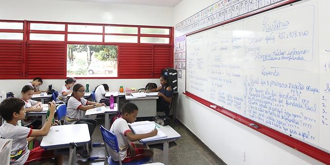 Educação - sala de aula - professores alunos escolas estudantes ensino fundamental