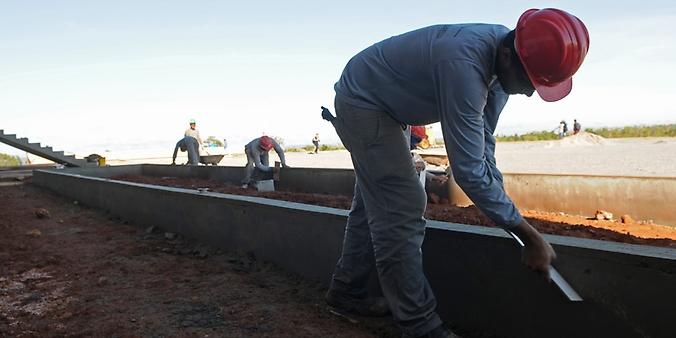 Trabalho - geral - trabalhador construção civil pedreiro obras