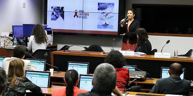 Audiência pública sobre o aumento de idosos infectados com HIV no Brasil