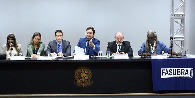 Audiência Pública sobre  A Crise dos Hospitais Universitários pós Lei 12.550/2011
