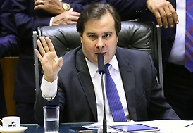 Maia anuncia acordo com governo para reduzir preço de combustíveis