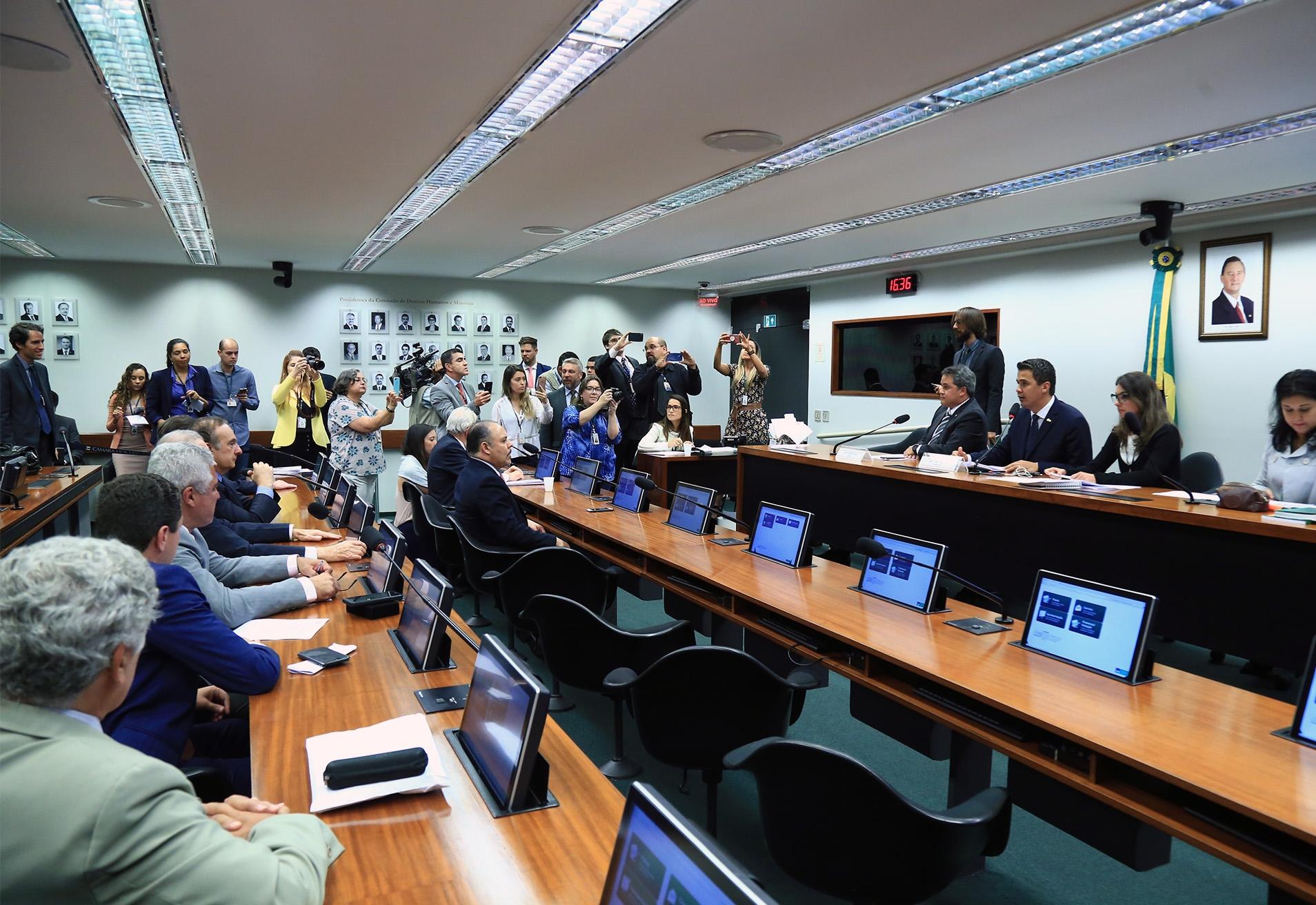 Comissão aprova foro privilegiado apenas para chefes dos três Poderes