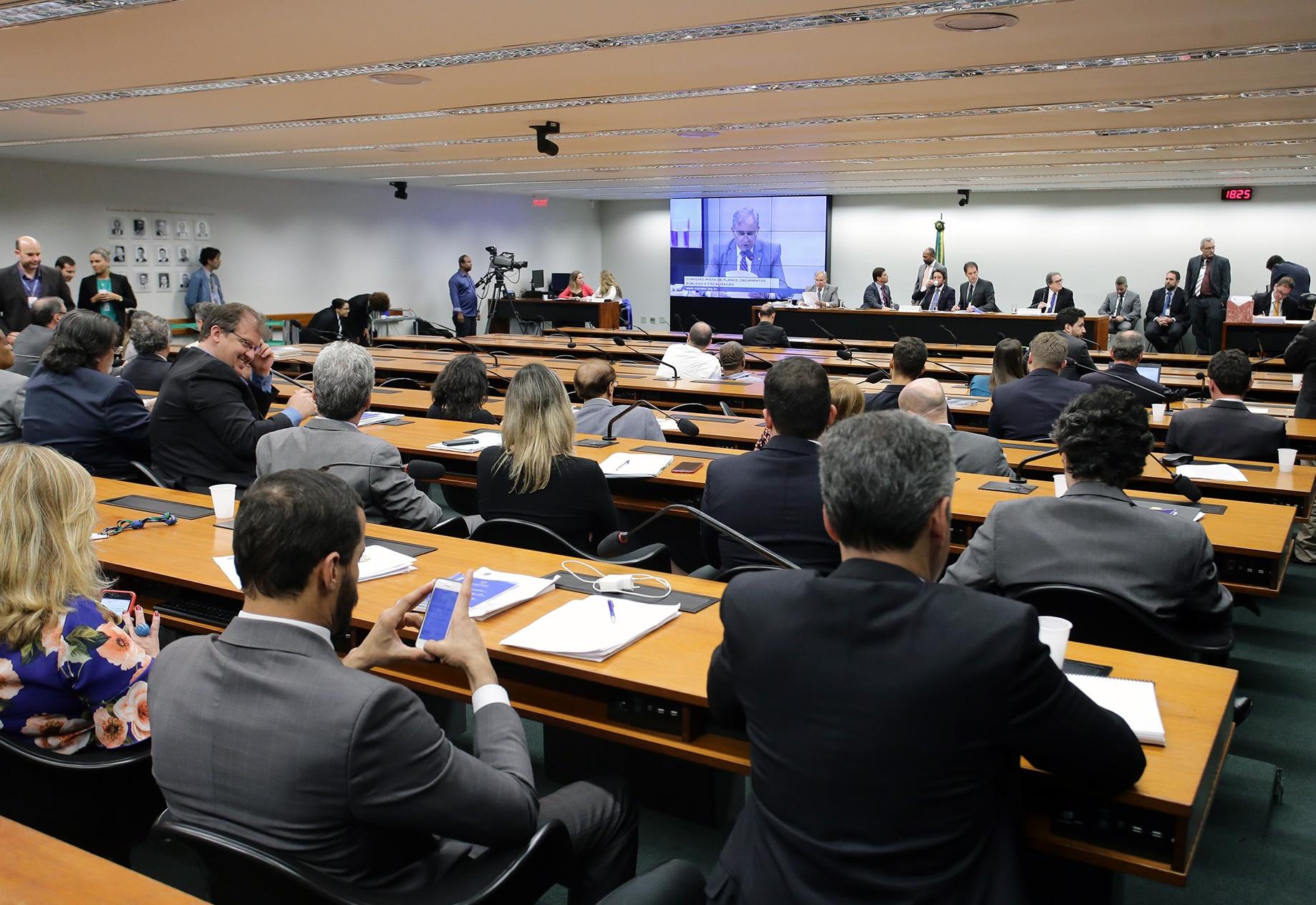 CMO aprova orçamento de 2019 com reajuste para agentes comunitários
