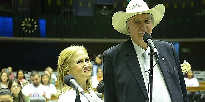Deputado Sérgio Reis canta em sessão solene pelo Dia Mundial da Voz
