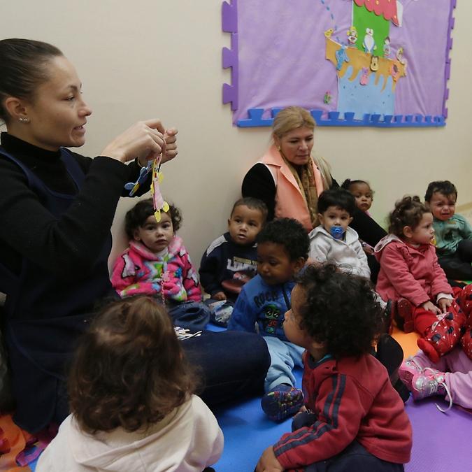 Educação - sala de aula - educação infantil berçário creches escolas infância professores pedagogia ensino socialização