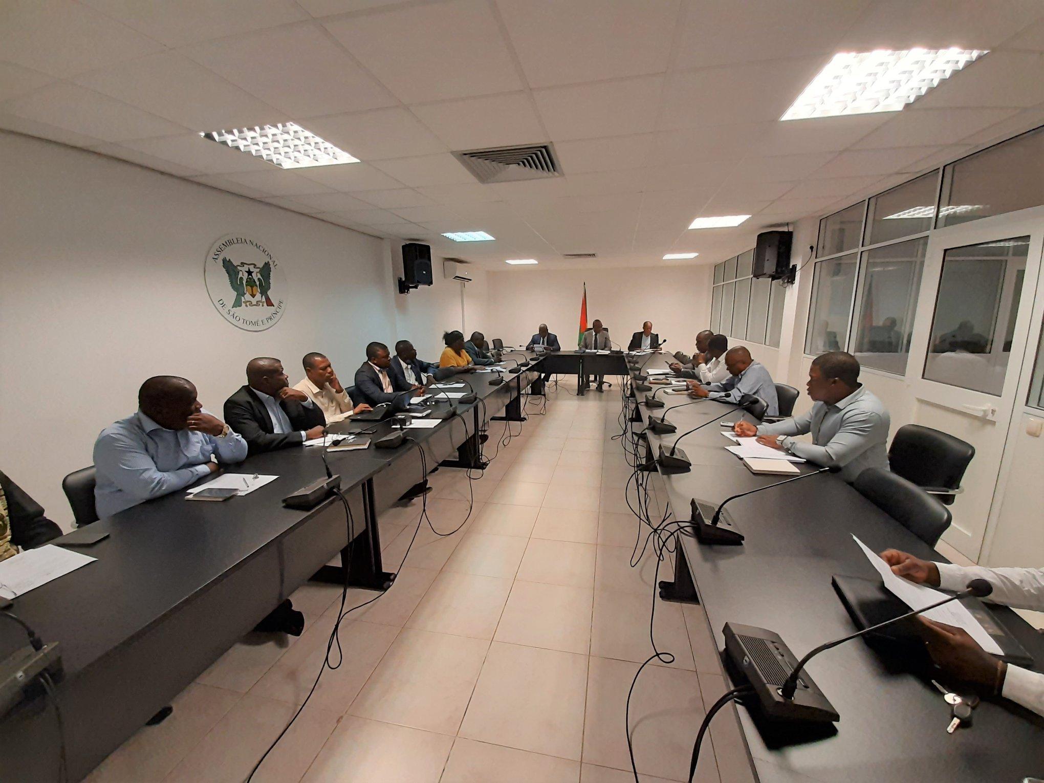 A Comissão Permanente da Assembleia Nacional reuniu-se, na manhã desta segunda-feira