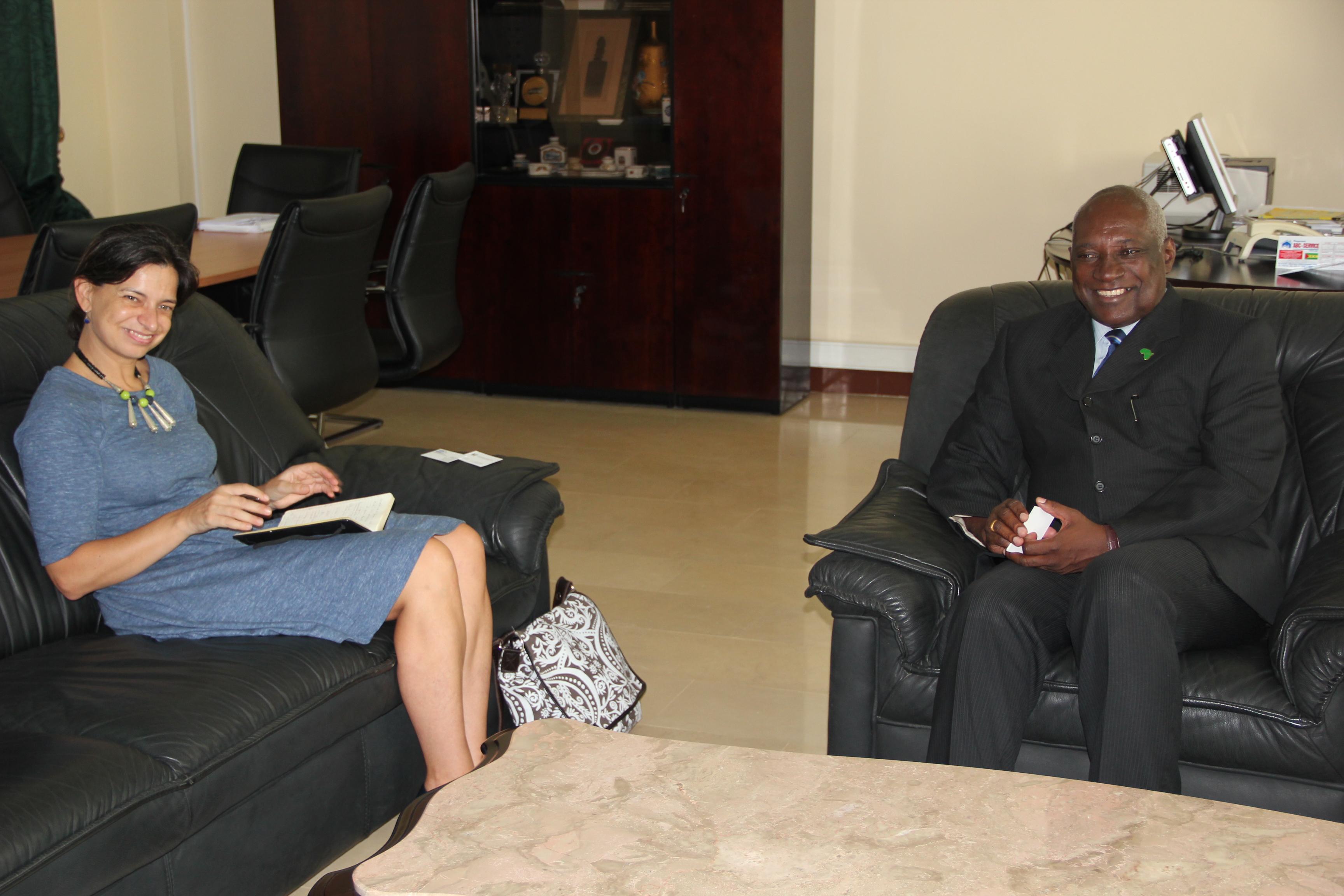 Alcino Pinto recebe representante do Banco Mundial