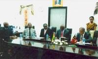 Parlamentos santomense e timorense mais próximos