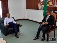 Presidente da Assembleia Nacional o Presidente da Associação de Turismos